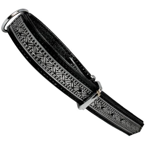 Fodrat läderhalsband med beslag i krom och reliefmönster 45cm x 25mm